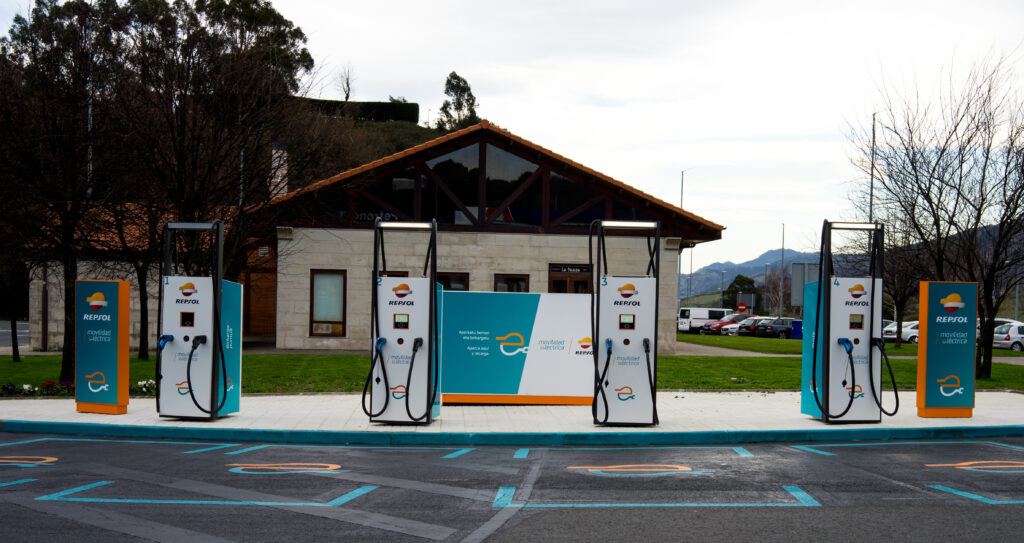 Courtesy of Ingeteam Power Technology – DC 400kW charger – RAPID ST400 in Ugaltebieta petrol station (near Bilbao). This project was the result of the collaboration between REPSOL, IBIL and INGETEAM companies